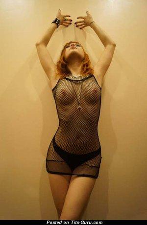 Изображение. Фото обалденной обнажённой модели с среднего размера грудью