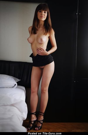 Image. Nude brunette picture