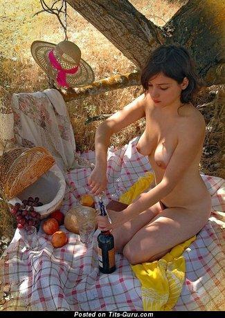 Изображение. Фотка восхитительной раздетой девахи
