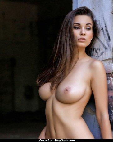 Stunning Babe with Stunning Naked Real Medium Sized Boob (18+ Photoshoot)