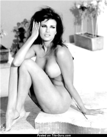 Raquel Welch - Alluring American Red Hair Actress with Alluring Bare Natural Tight Boobys (Sex Photo)