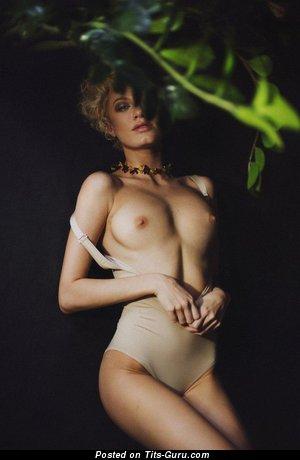 Изображение. Изображение горячей раздетой женщины