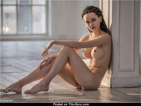 Wonderful Nude Babe & Girlfriend (Sex Photoshoot)