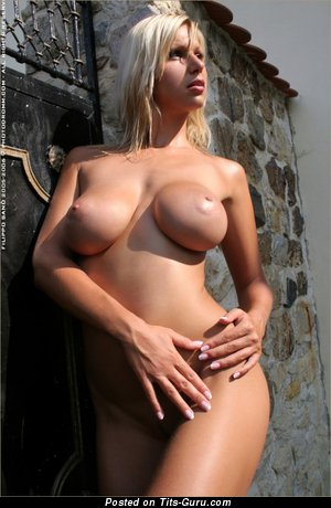 Clara Goldnerova - Amazing Blonde Babe with Amazing Exposed Normal Titty (Sex Pix)