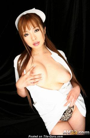 Изображение. Картинка шикарной голой девушки с среднего размера дойками