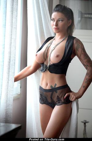 Изображение. Фото шикарной голой леди с натуральными сиськами