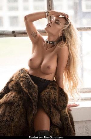 Adorable Babe with Adorable Open Real Tight Boob (Porn Foto)