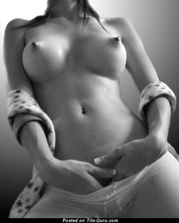 Marvelous Topless Babe with Marvelous Open Med Tots (18+ Pix)