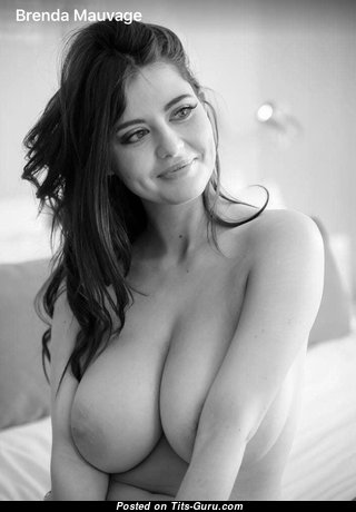 Beautiful Topless Brunette Babe (Private Xxx Photo)