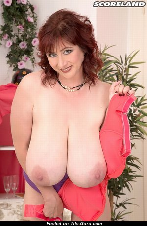 Big Boobs - Superb Topless & Glamour Housewife & Babe with Superb Naked Natural Tits & Pointy Nipples (Hd 18+ Pic)