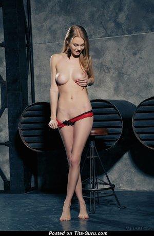 Изображение. Фотография офигенной обнажённой тёлки