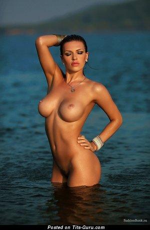 Olga Tikhomirova: sexy nude blonde with medium tittes pic