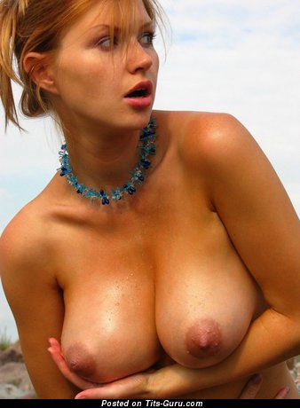 Naked beautiful woman with big boob pic