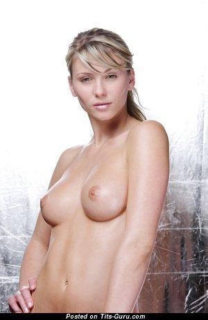Изображение. Фото красивой обнажённой девушки