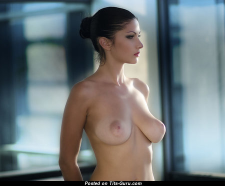 Adorable Unclothed Babe (Sexual Pix)