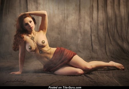 Gorgeous Babe with Gorgeous Naked Natural Boobys (Porn Pix)