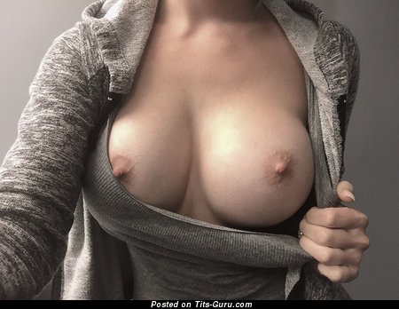 Sexy Woman with Sexy Bald Medium Sized Breasts & Red Nipples (Selfie 18+ Photo)