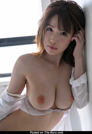 Sweet Asian Babe with Sweet Naked Mid Size Chest (Porn Picture)