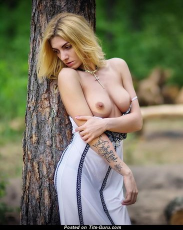 Image. Nude amazing female with natural tittys pic