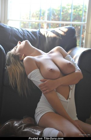 Image. Jenny - sexy naked blonde with medium natural boob picture