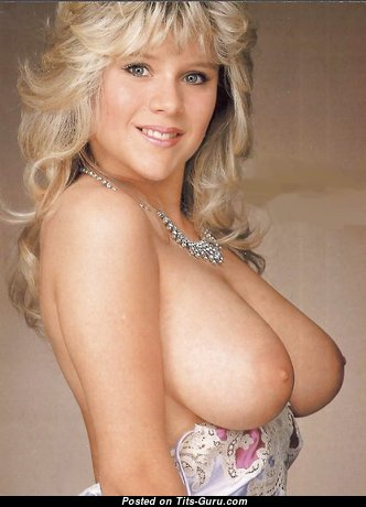 Cute Babe with Cute Naked Real Normal Boobys (Porn Photo)