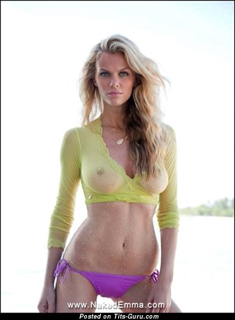 Image. Brooklyn Decker - sexy wet nude blonde with medium natural breast and big nipples pic
