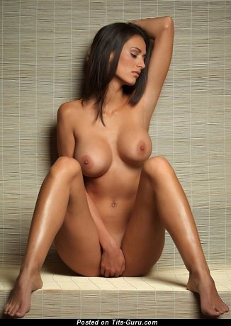 Stunning Woman with Stunning Bare Silicone Full Titties (Xxx Photo)