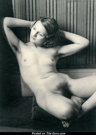 Nice Naked Floozy (Vintage Porn Foto)