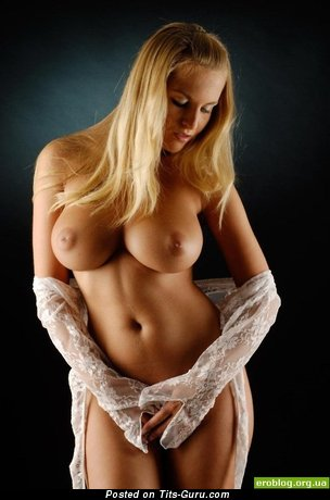 Sexy Blonde with Sexy Exposed Sizable Tits (Sex Photo)