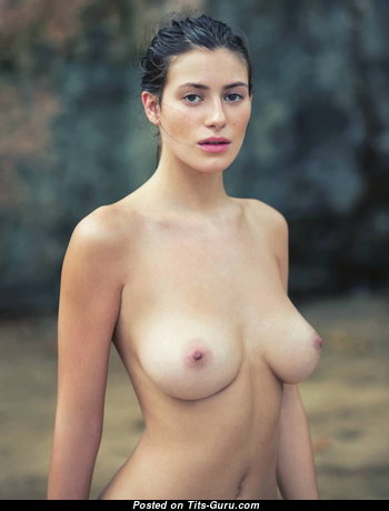 Handsome Babe with Handsome Exposed Natural Med Titties (18+ Photo)