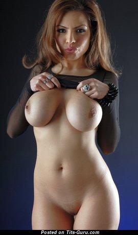Изображение. Yurizan - фотка обалденной голой модели с большими сисечками