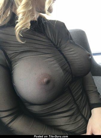 Блондинка красотка и девушка с невероятной обнажённой натуральной большой грудью и пухлыми ореолами (4k эротическая фотография)