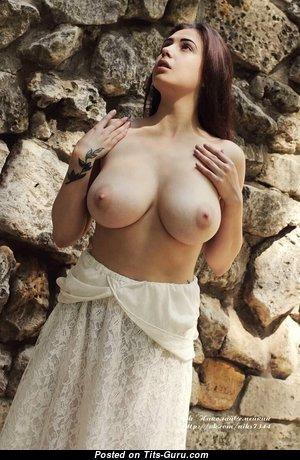 Fascinating Naked Babe (Hd 18+ Pic)