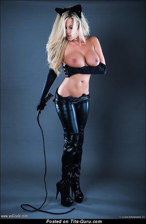 Фотография невероятной голой блондинки с большими дойками