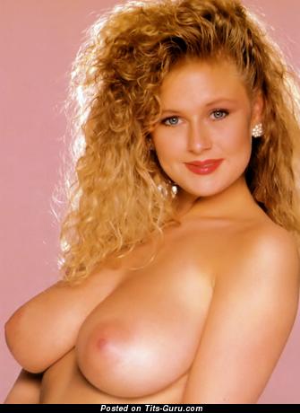 Lu Varley - фото невероятной голой блондинки с натуральными сиськами