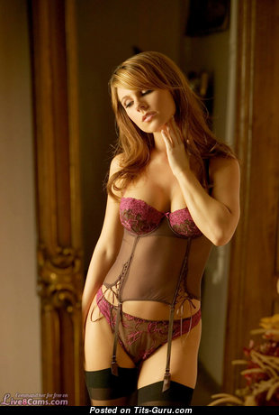 Grand Naked Babe in Lingerie (Private Selfie Hd 18+ Picture)