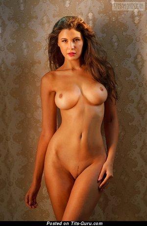 Olga Kaminska: брюнетка красотка (Польша) с горячим голым средним бюстом (hd секс картинка)