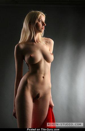 Image. Izolda Queen - nude hot girl with medium natural breast photo