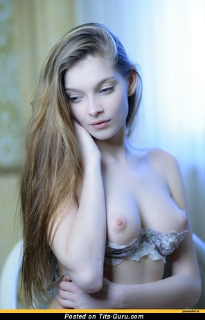 Image. Naked amazing woman with medium natural tittes image