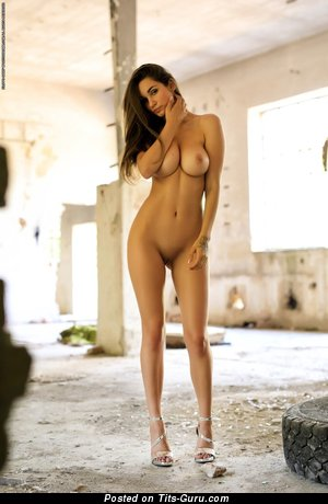 Image. Faith - sexy naked brunette with medium tittys picture
