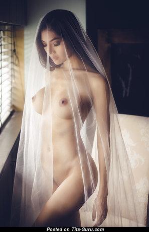 Stunning Brunette with Stunning Bare Soft Titties (Hd Xxx Pix)