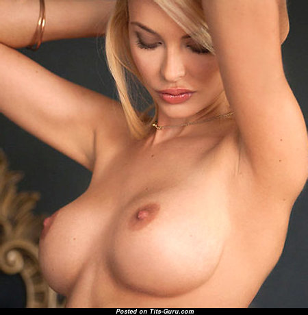 Cute Glamour Babe with Cute Naked Regular Boobs & Large Nipples (Xxx Photoshoot)