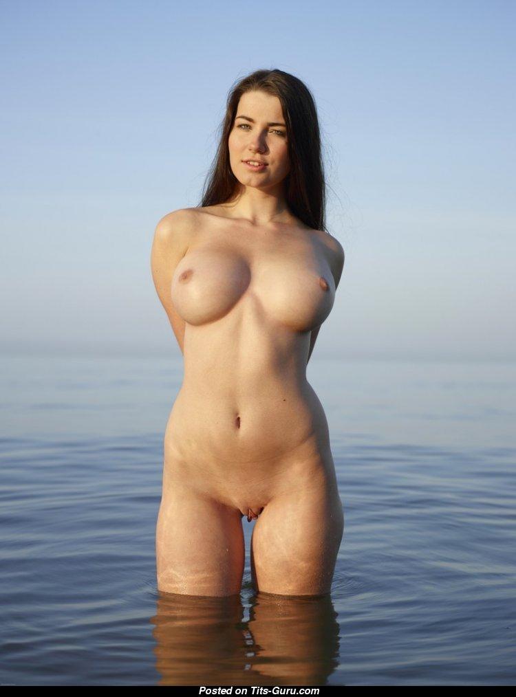 фото голых баб стоя