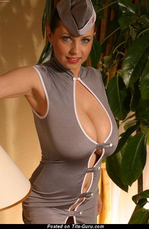 Ewa Sonnet: баба (Польша) с офигенными оголёнными натуральными немалыми сисяндрами (hd порно изображение)