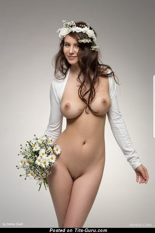 Sexy naked brunette with medium natural tittes & big nipples picture