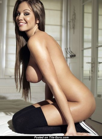 Wonderful Babe with Wonderful Exposed Natural Mid Size Boobie (Hd 18+ Foto)