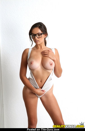 Shae Summers - Charming American Pornstar with Charming Bare Real Medium Tits & Giant Nipples (Sex Image)