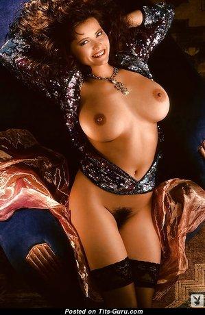 Sexy Babe with Sexy Defenseless Regular Boob (18+ Image)