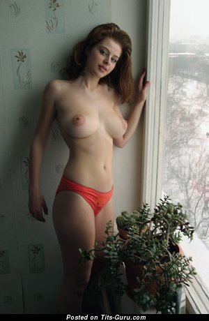 Nude beautiful lady with natural breast pic