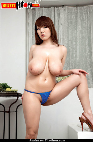 Hitomi Tanaka - naked nice lady with huge natural tits picture
